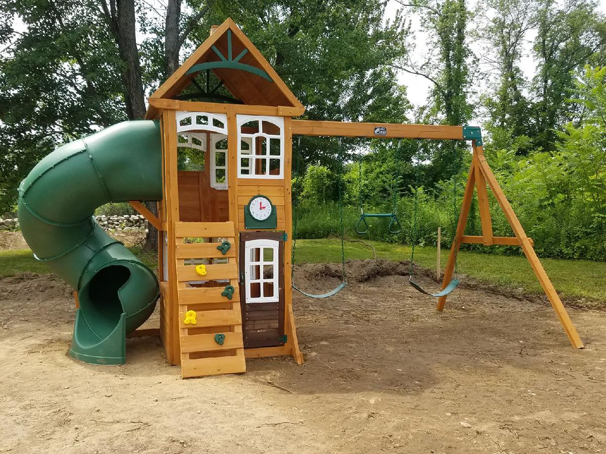 Cedar Summit Creston Lodge Swing Set