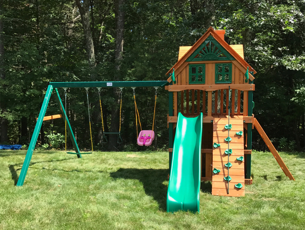 Gorilla Chateau Clubhouse Treehouse Swing Set
