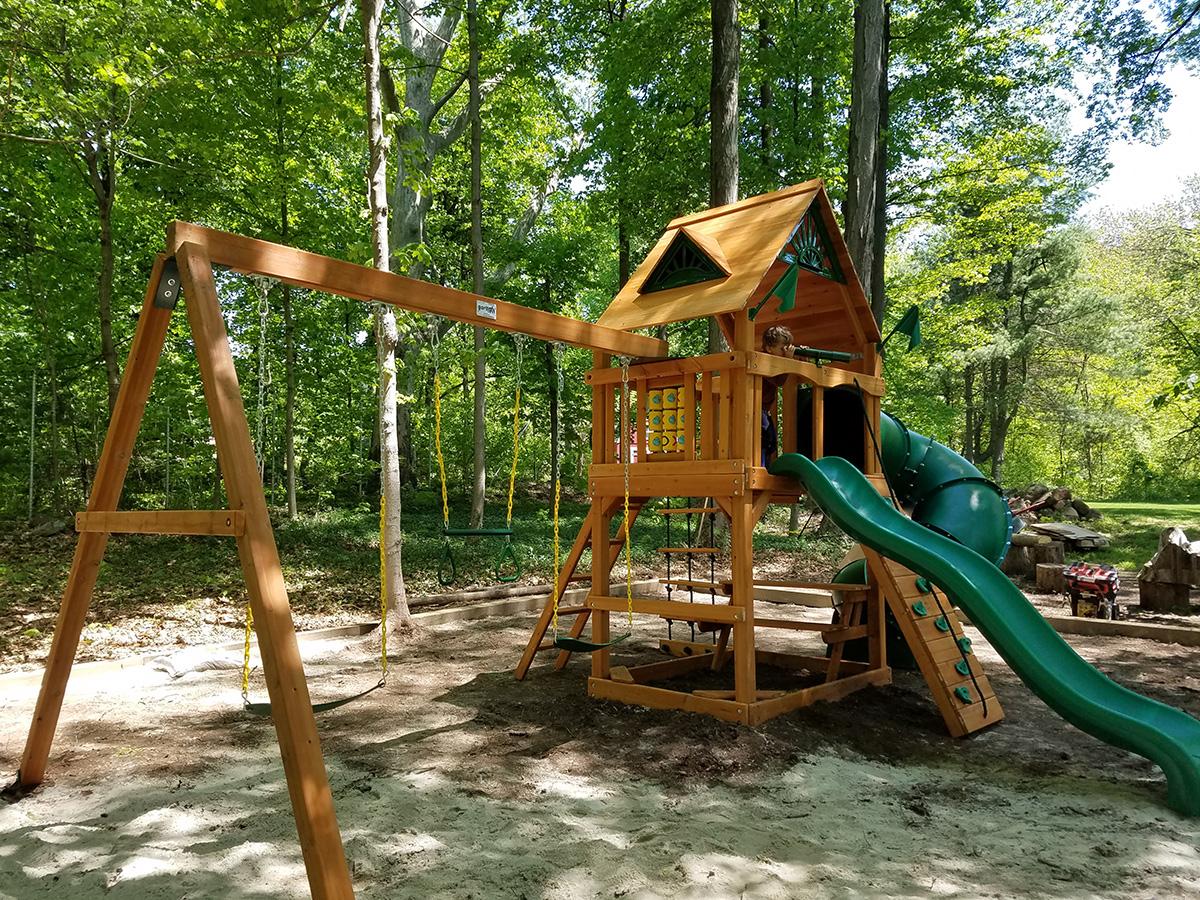 Gorilla Mountaineer Swing Set